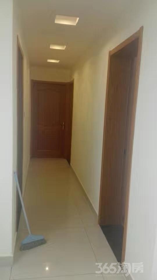 东郊山城美景3室2厅1卫117平米2007年产权房精装