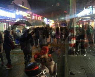狮子桥步行街 临街正门面 奶茶形象店 房东直租 物业有限