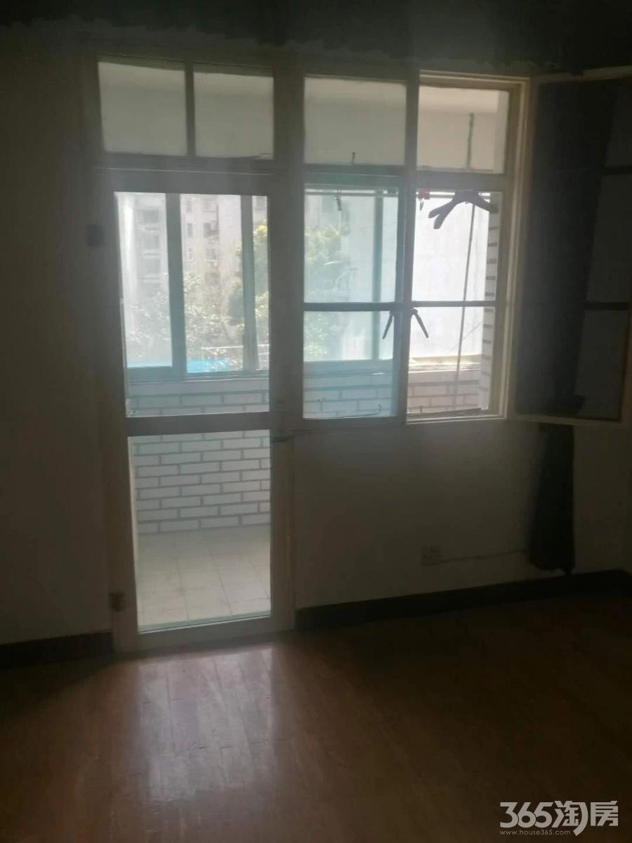 第四人民医院青山二村3楼简装设施齐通透单间急租看房有钥匙