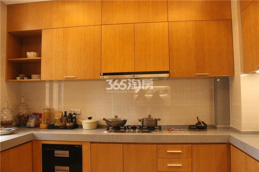 雅居乐滨江国际423㎡样板间—厨房