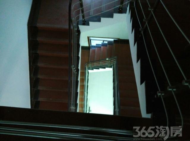 金湾小区4室2厅2卫300平米整租中装