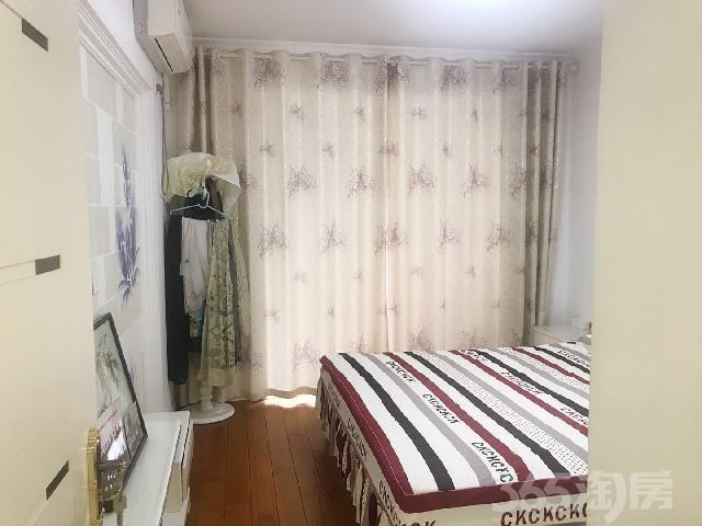 金色华庭3室2厅1卫95.16㎡2005年满两年产权房精装