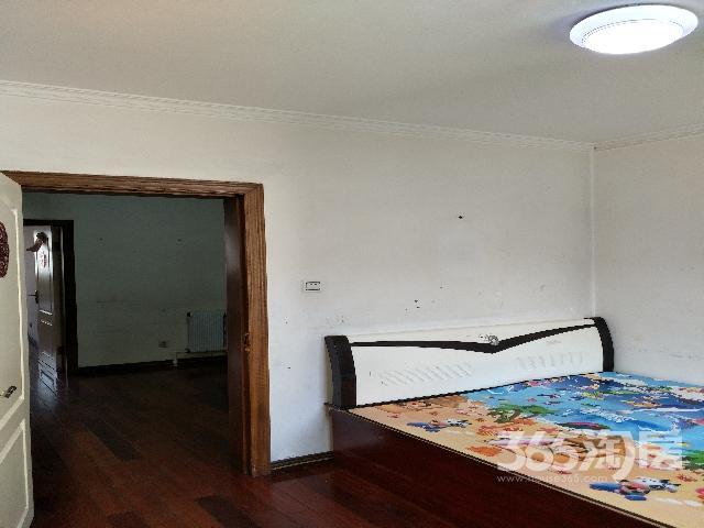 出售劳动公园旁狮城花园南北通透二室一厅住宅!