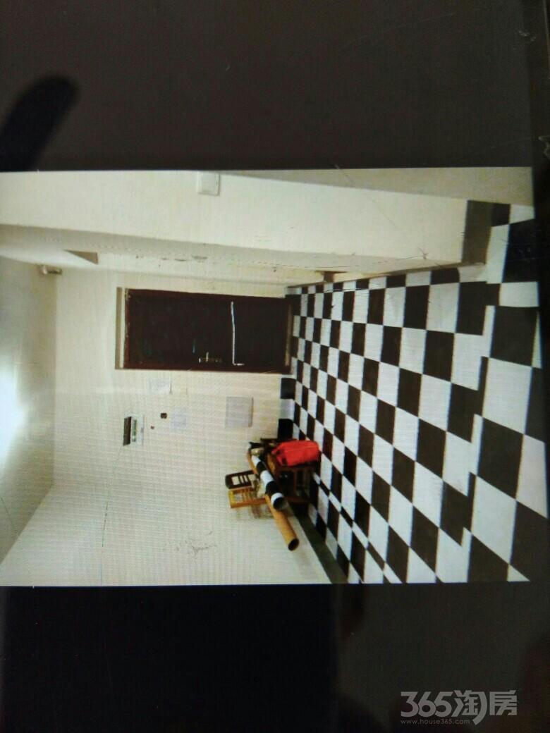 绿地三期2室2厅1卫84平米2013年产权房中装