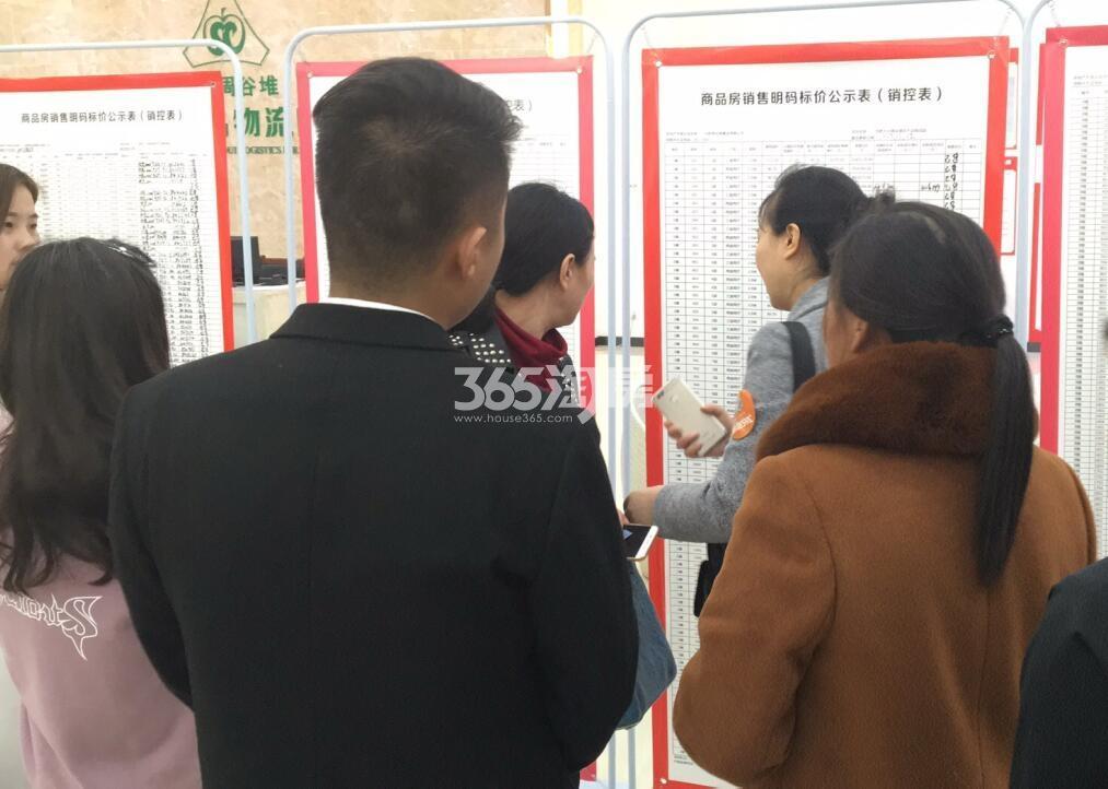 百大东兴家园售楼部现场(2018.4.17)