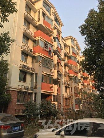 宝华镇山城美景3室2厅1卫117平米简装使用权房2010年建