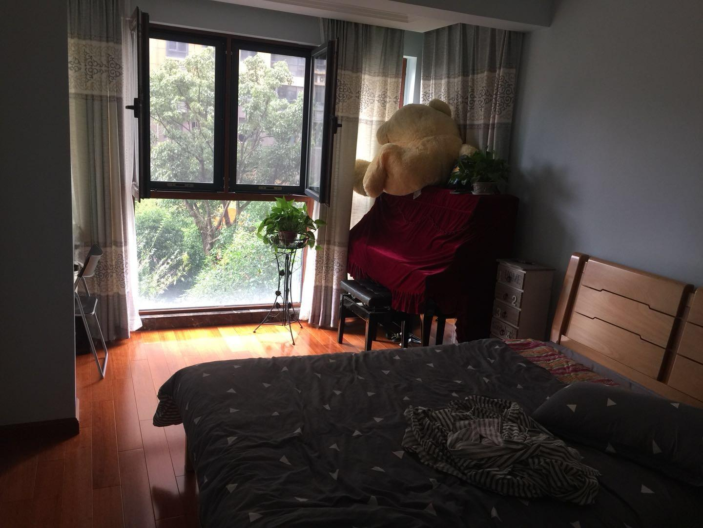 林景御园3室2厅1卫130平米整租精装
