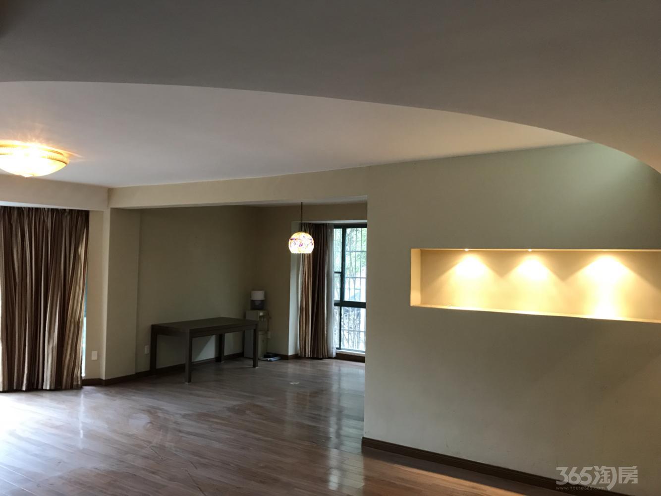 华达窑山花园3室2厅2卫145平米简装产权房2009年建