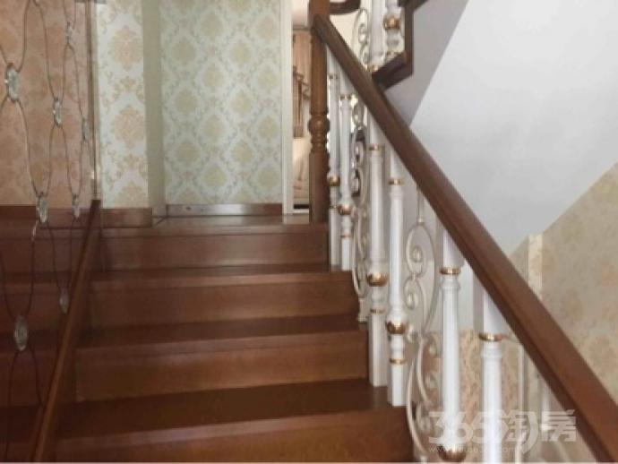 香榭丽舍5室2厅2卫200平米精装产权房1998年建