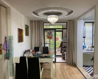 绿地国际花都+一楼带院子+精装4室2卫+ 采光很好+可贷款首付三成