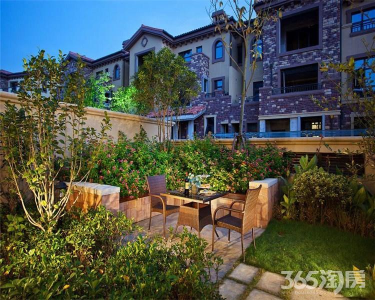 江北新区汊河新城北白鹭岛温泉度假别墅米送花园300客厅6米6