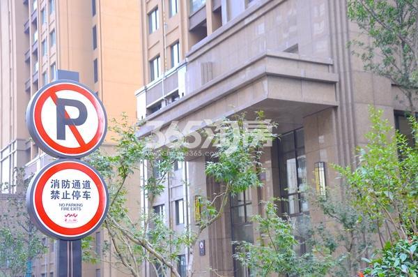 华南城紫荆名都小区路标实景图(2017.12.06)