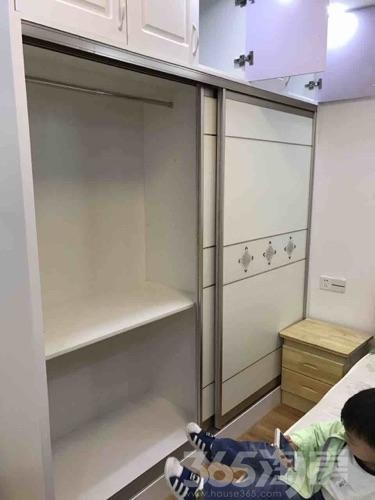 东方万汇城2室1厅1卫71平米整租豪华装