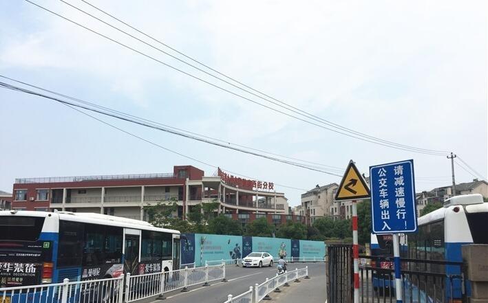 银亿东城道路和小学实景图(9.26)