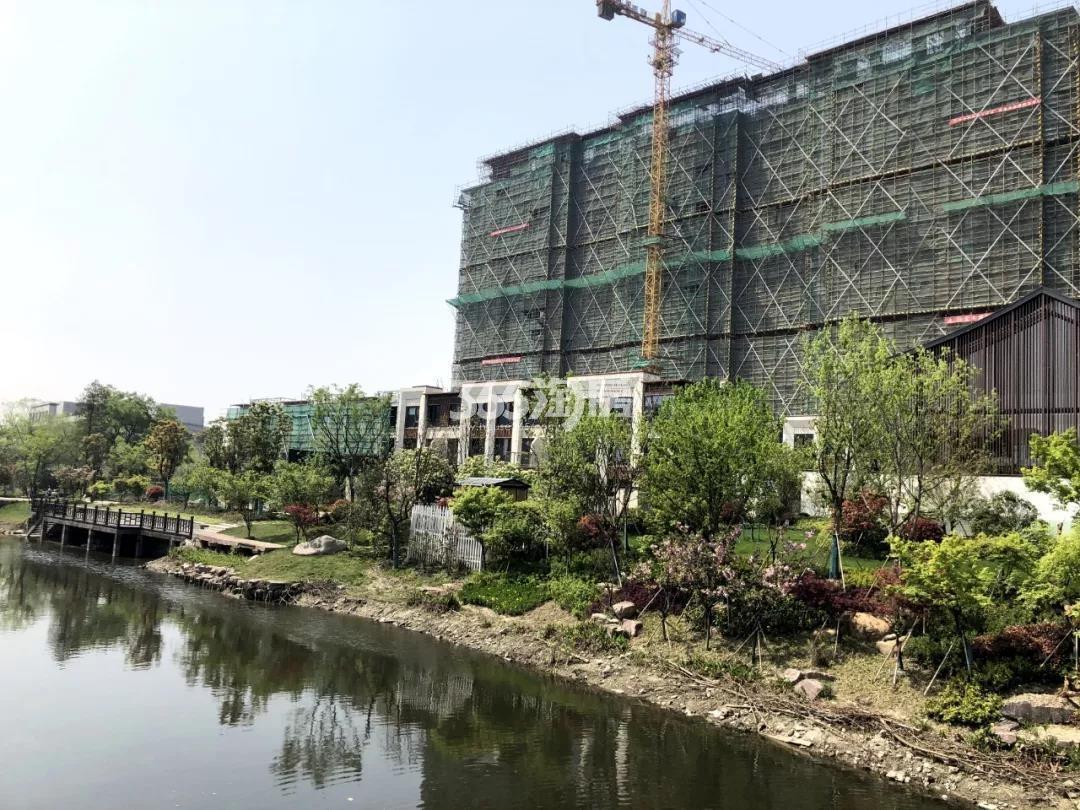 2019年4月路劲远洋江南院子沿河实景图