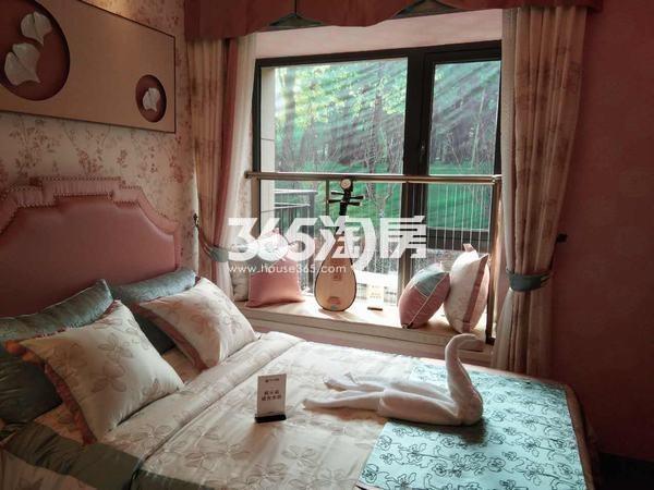 恒大翡翠龙庭102平米卧室样板间