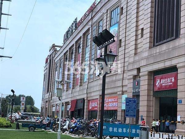栖霞东方天郡配套商业实景图(2019.8.27 摄)