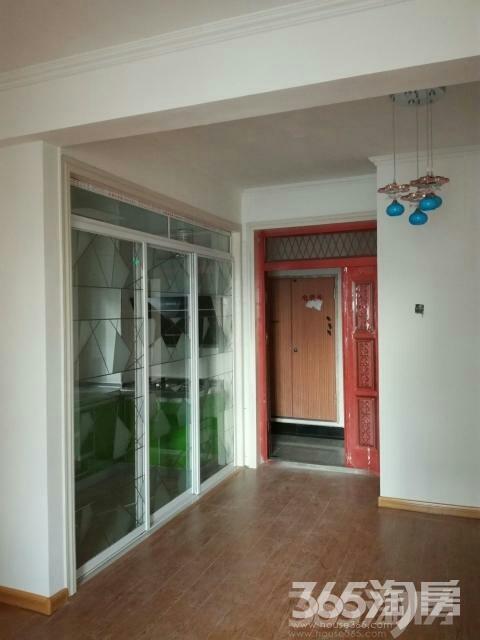 荣盛锦绣香堤68平米,精装,门往前移了,面积增大几平方