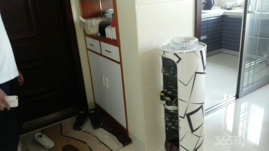 双湖一品3室2厅1卫118平米2012年产权房精装