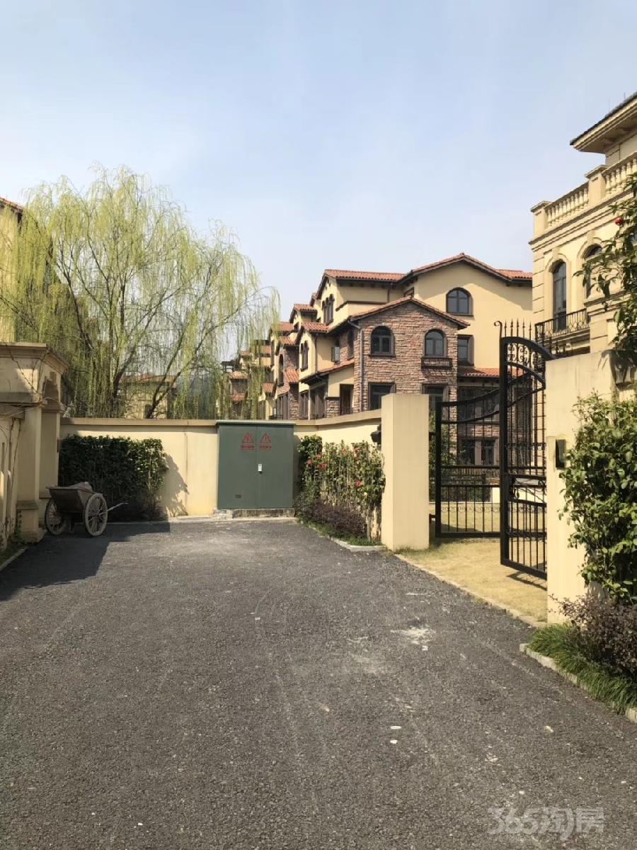 富阳新登镇联排别墅澳海澜庭首付70万买现房