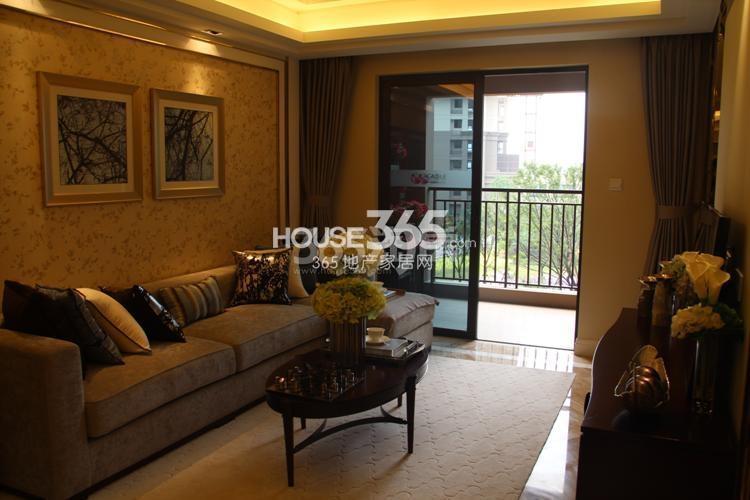 雅居乐国际花园D4、E4户型89方样板房——客厅