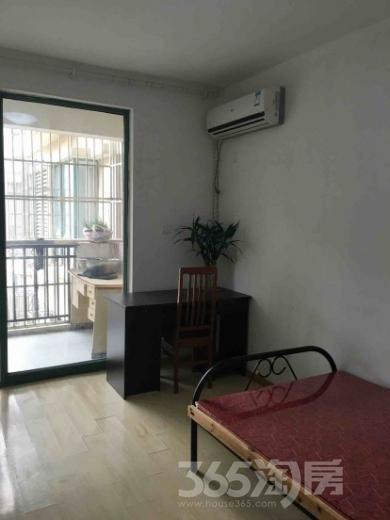 明发滨江新城三期3室2厅2卫144平米合租简装