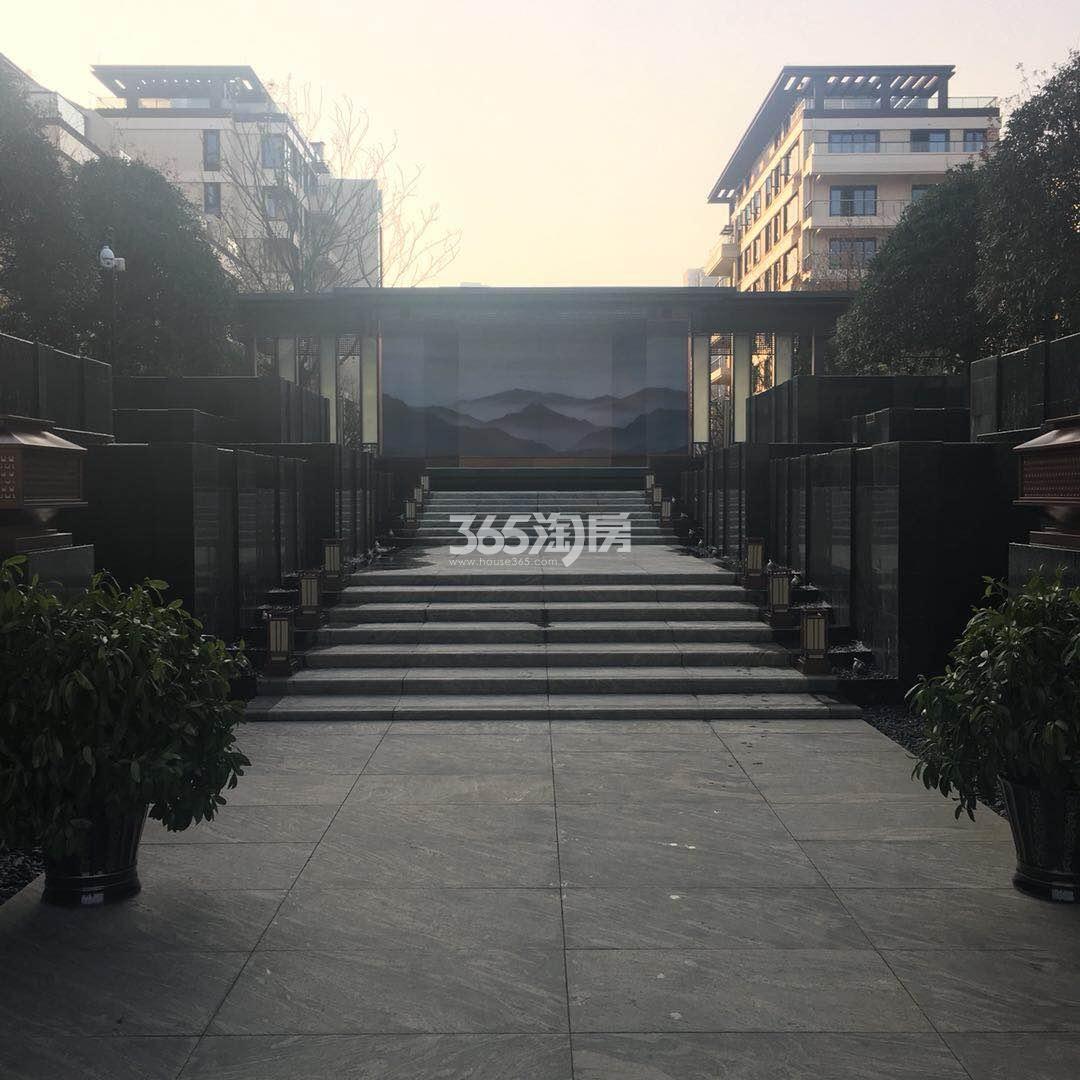 御璟江山售楼部入口实景图(2018.2.1)