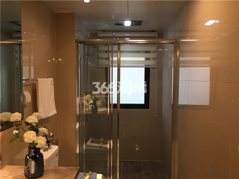 绿地理想城悦湖公馆F户型133㎡样板间—卫浴
