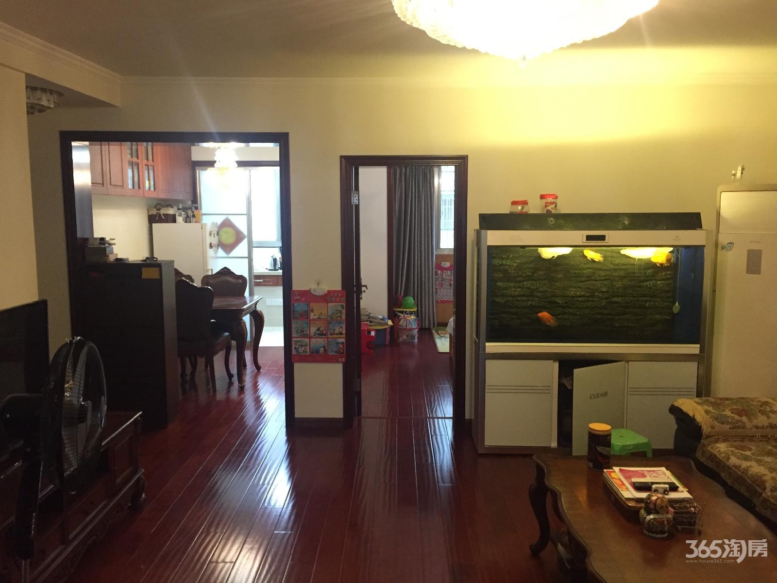 宏鹰花园3室2厅1卫107平方产权房豪华装