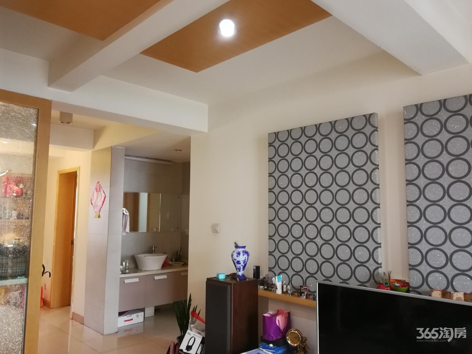 新城佳园4室3厅2卫128平方产权房精装