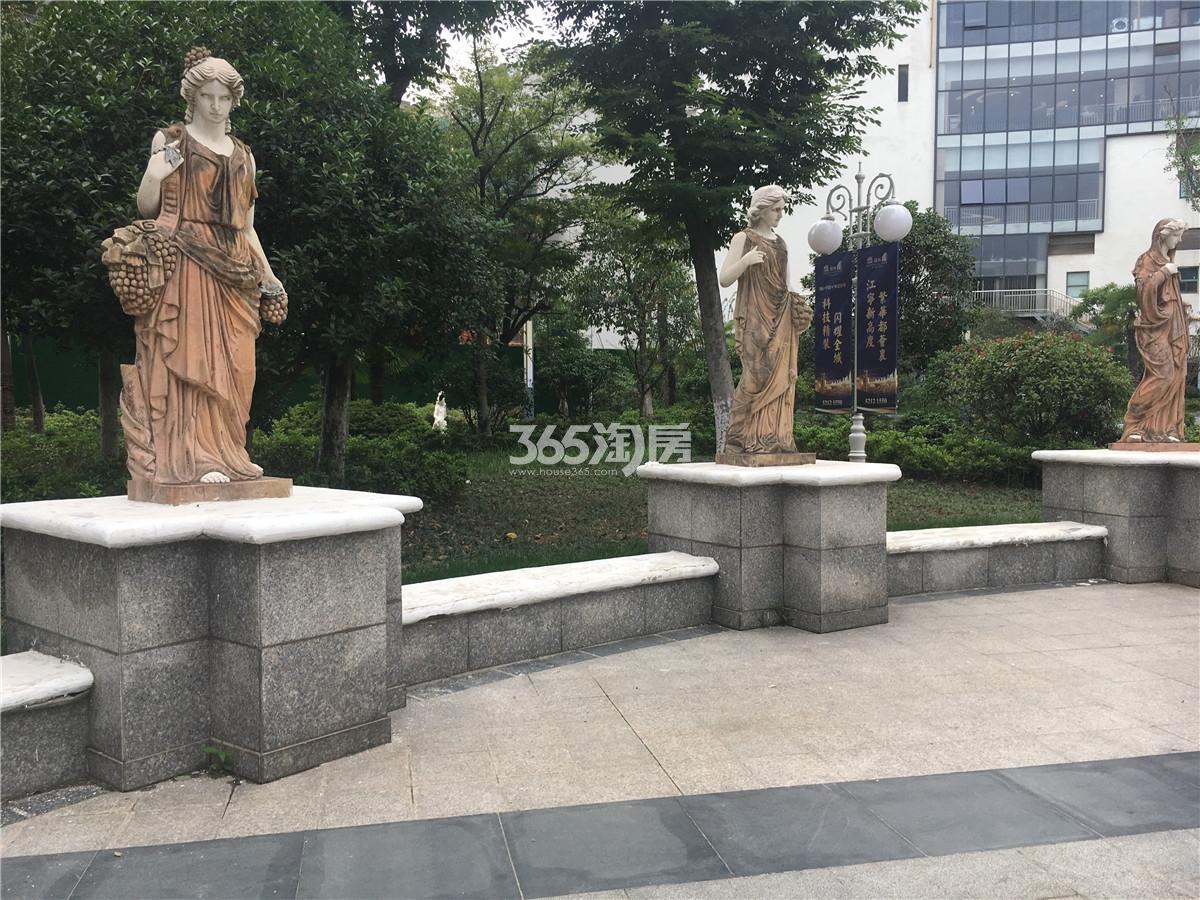 21世纪太阳城银座售楼处外景(10.18)