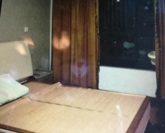 锦盛苑小区3室2厅1卫107平米整租精装