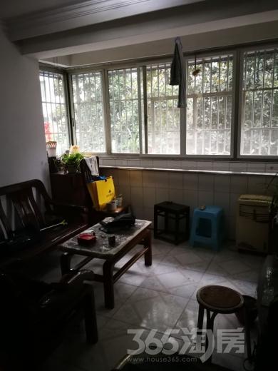 健美小区3室1厅1卫87平米整租简装
