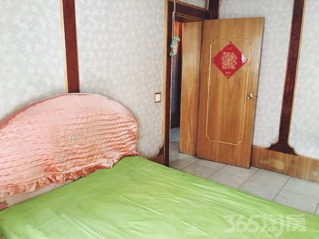 东太小区1室1厅1卫44.5�O1996年满两年产权房精装