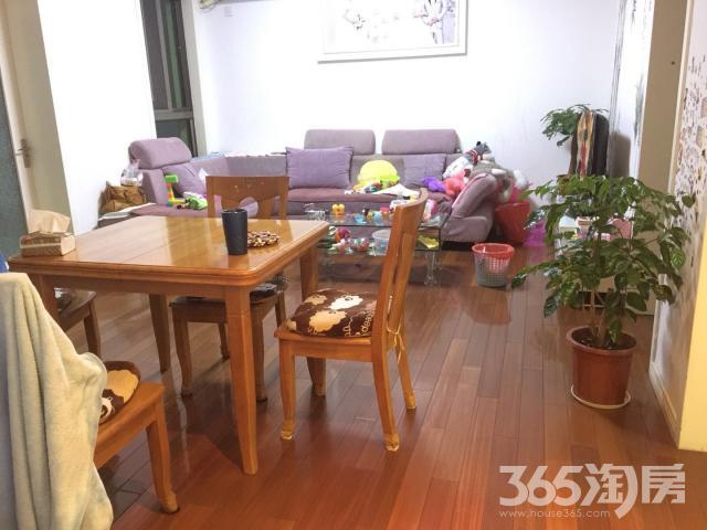 商城小区3室2厅2卫77.65平方产权房精装