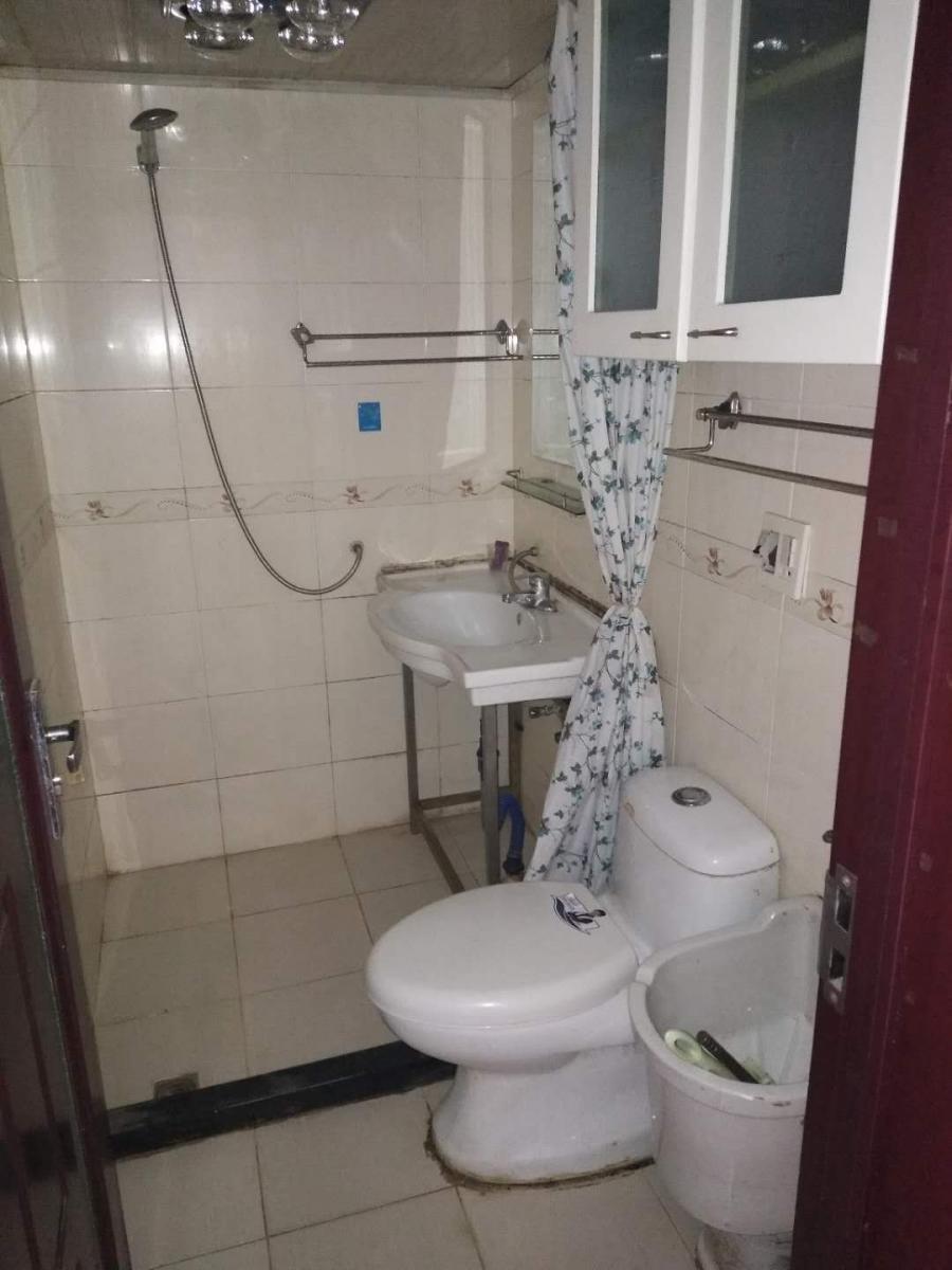 人民医院地铁口沁园新村靠六中1楼精装设施齐有车位看房有钥匙