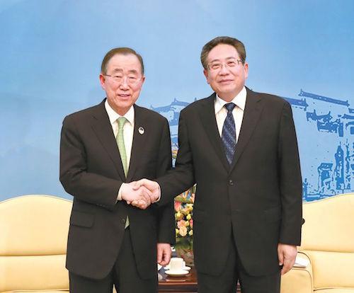 5月24日下午,省委书记李锦斌在合肥稻香楼宾馆亲切会见了联合国前秘书长、博鳌亚洲论坛理事长潘基文等国际组织代表。