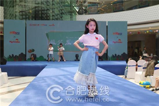 小模特们的精彩演绎把这场秀推向了高潮
