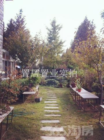 仙林 香溪月园独栋别墅 一亩大花园带池塘 车库大 房屋气派