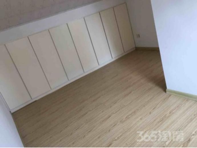 玉兰小区3室2厅2卫130平米精装使用权房2008年建满五年