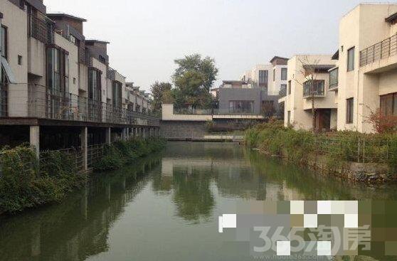 汉庭房源 香山湖一号别墅 联排 学区房 小区环境优美 上下三层 靠