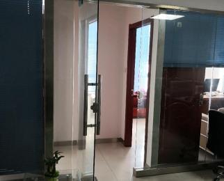 恒兴广场1室0厅0卫64.93平方产权房简装