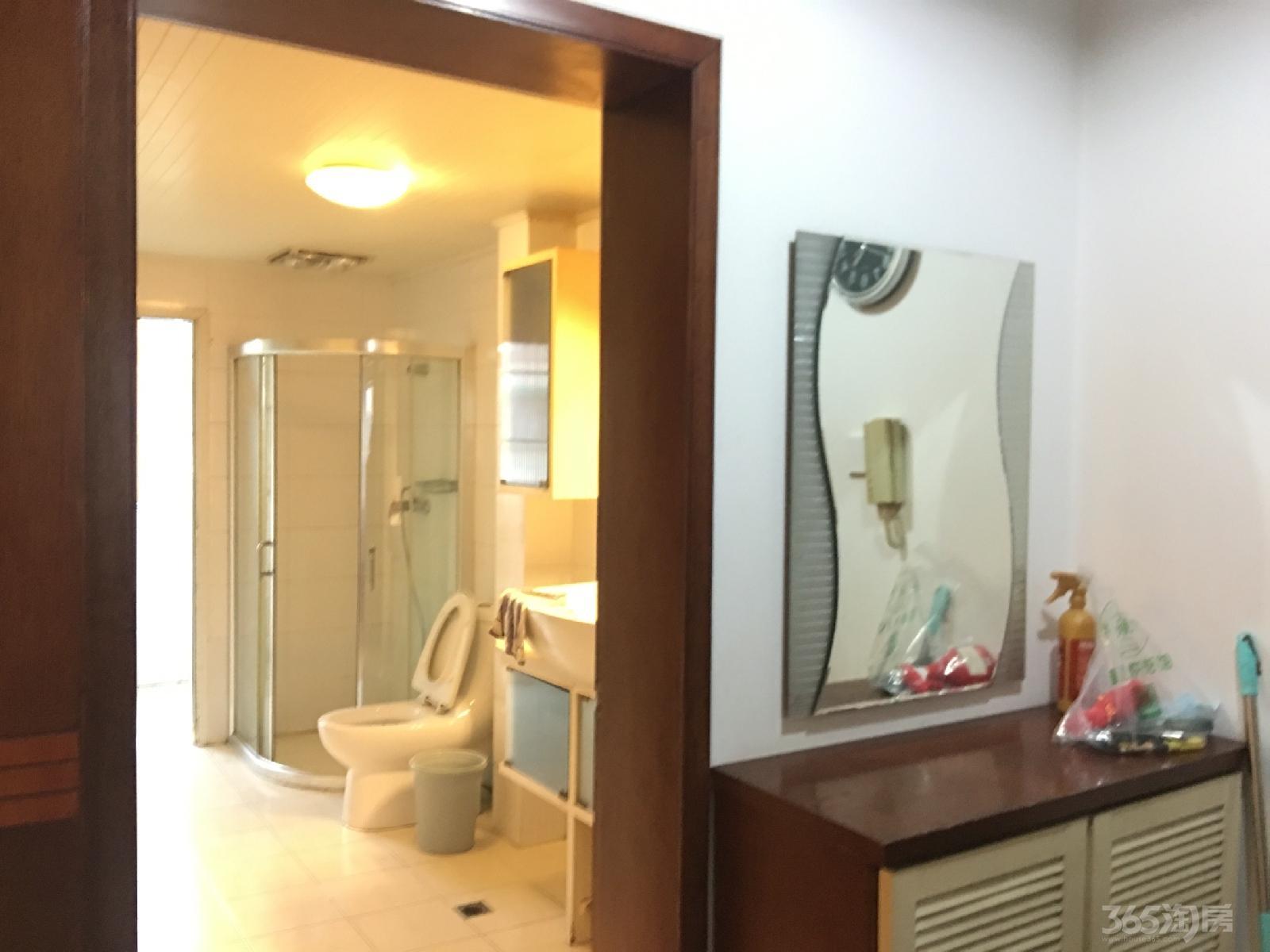 江东小区3室2厅2卫135平米整租精装