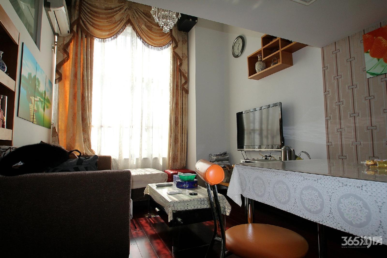 甲壳虫公寓急转1室1厅1卫挑高31.77平方产权房豪华装