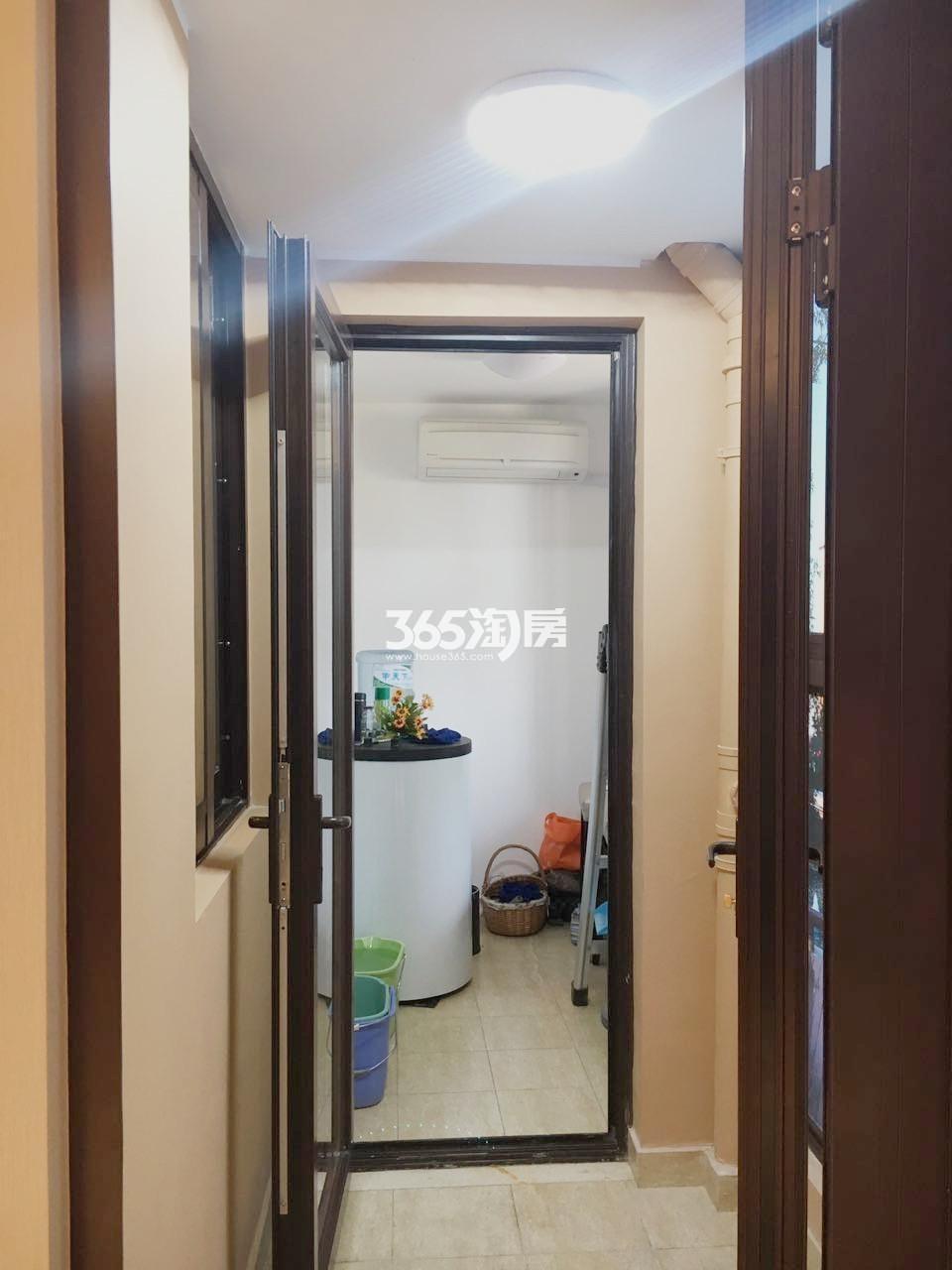 雅居乐滨江国际176㎡样板间洗衣房