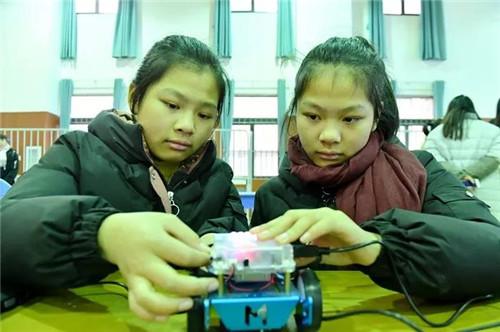 """争当小小""""发明家"""" 瑶海区青少年举行科技创新大赛"""