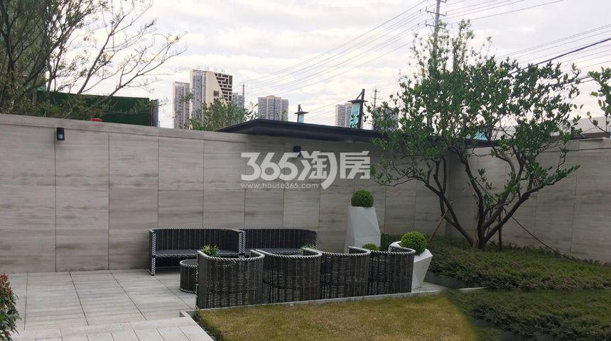 弘阳时光里营销中心一角实景图(2018.1.1)