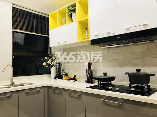 栖霞东方天郡三期高层88平样板间厨房