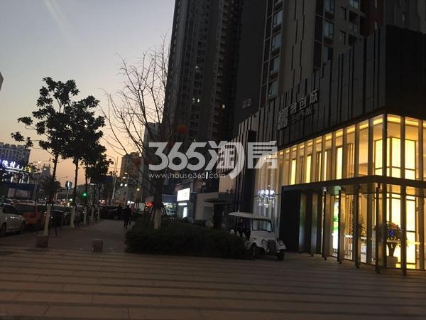 融创城售楼部外部傍晚实景图(2018.1.3)