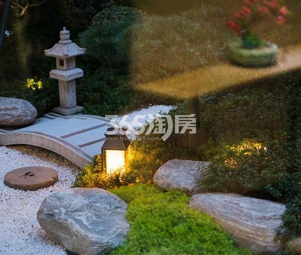 银城东樾府示范区实景图(2017.11摄)